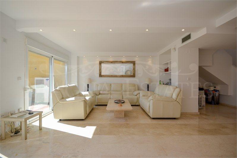 Sunny duplex penthouse in Guadalmina Alta.