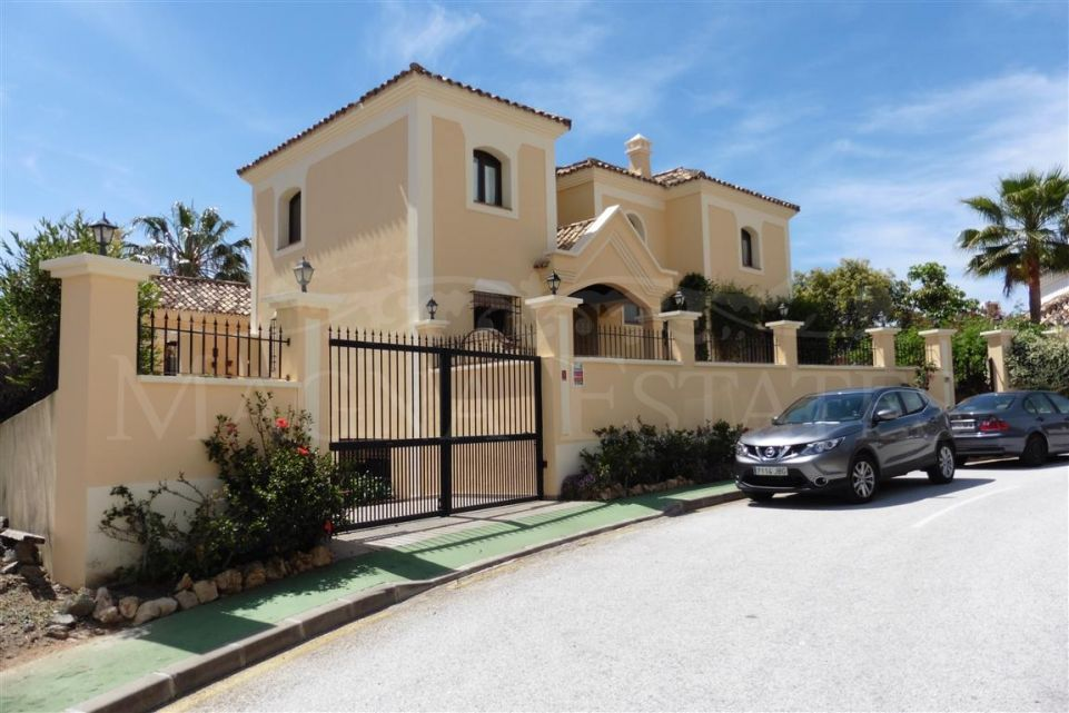 Family villa in Lomas de La Quinta, Benahavis