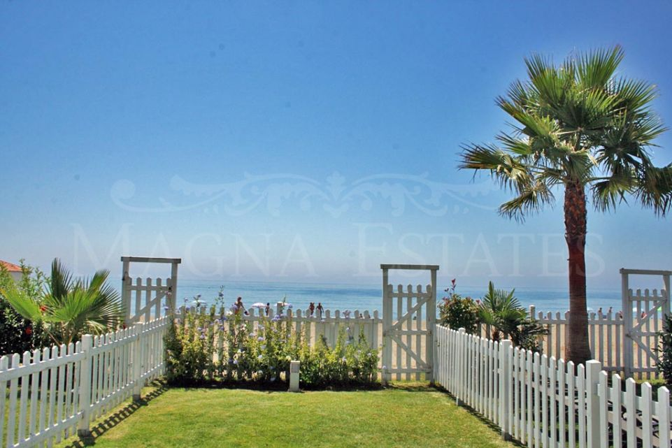 Fabulous townhouse on the beach in Benamara, Estepona