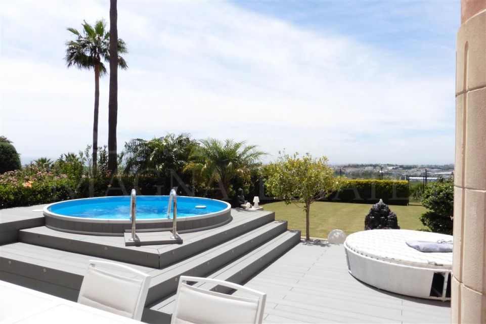 Three beds ground floor apartment with large garden in Magna Marbella