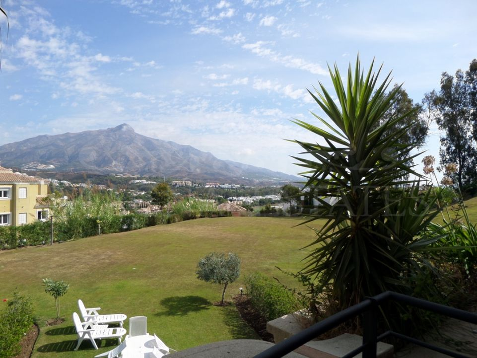 2 beds apartment for long term rent in Magna Marbella