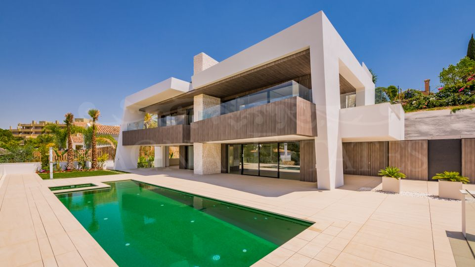 Contemporary villa in the Golf Valley, Nueva Andalucía