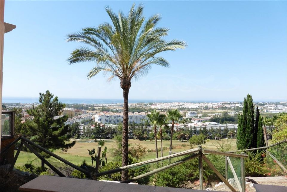Apartment 3 bedrooms for rent in Magna Marbella with garden and sea views