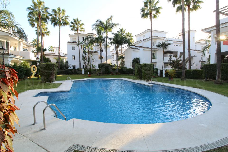 3 bedroom apartment very renovated in Los Naranjos de Marbella