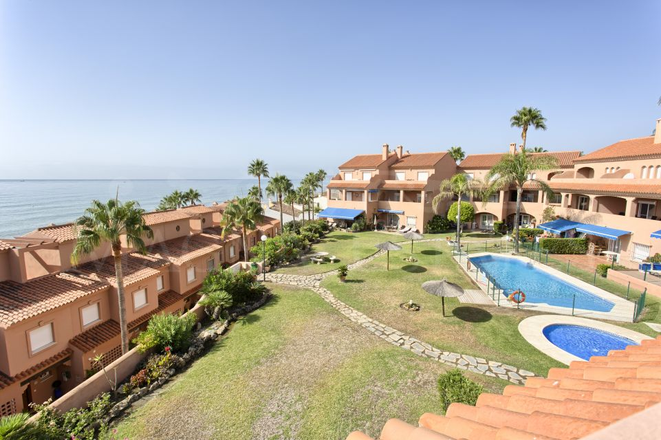 Duplex penthouse on the beachfront, Estepona