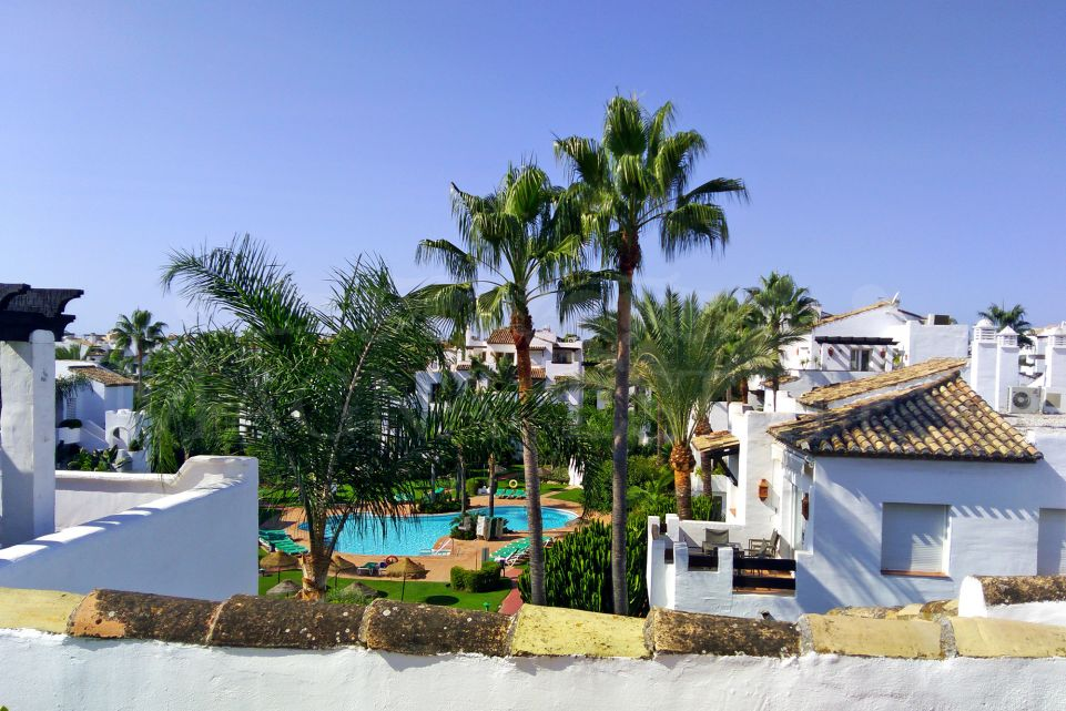 Duplex penthouse in Costalita, Estepona