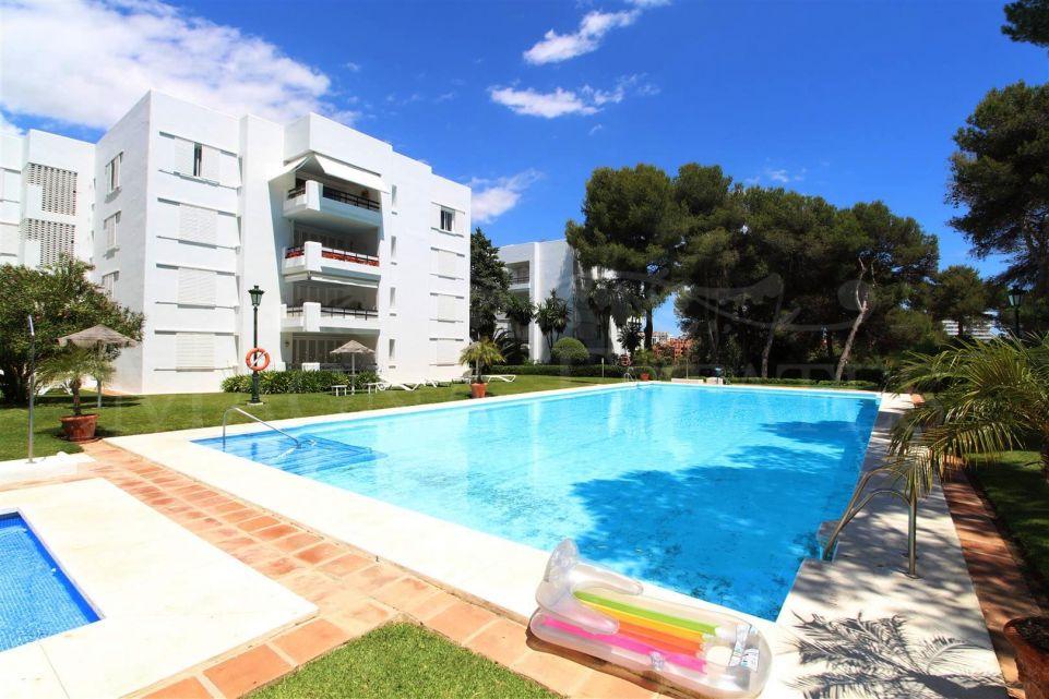 3 bedroom apartment in the exclusive urbanization Los Monteros, Marbella