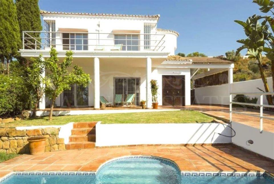 Villa in Nueva Andalucía, between Golf Los Naranjos and La Quinta