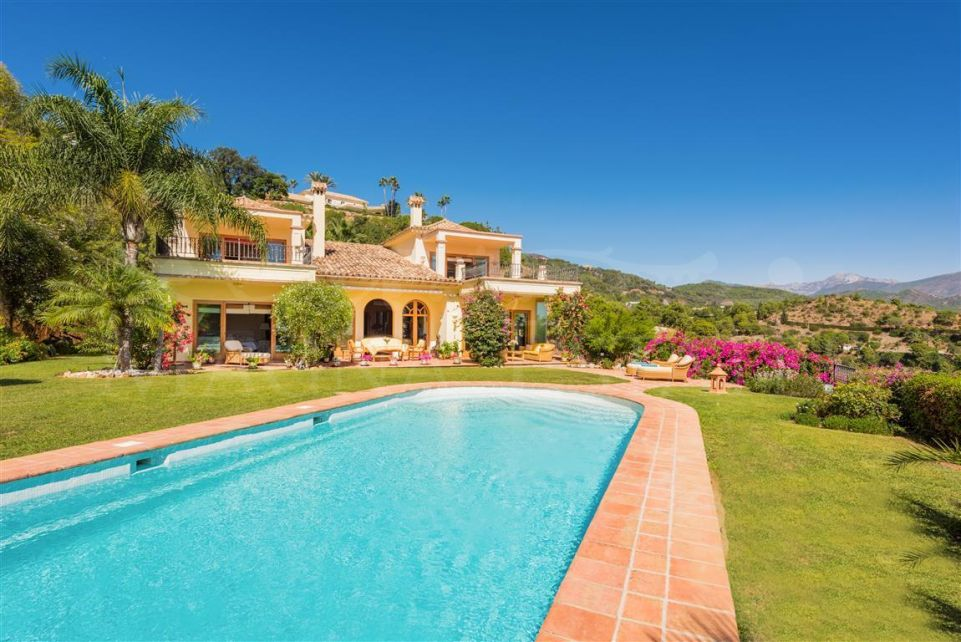 Spectacular villa with plot of 10,000 m2 in El Madroñal, Benahvís