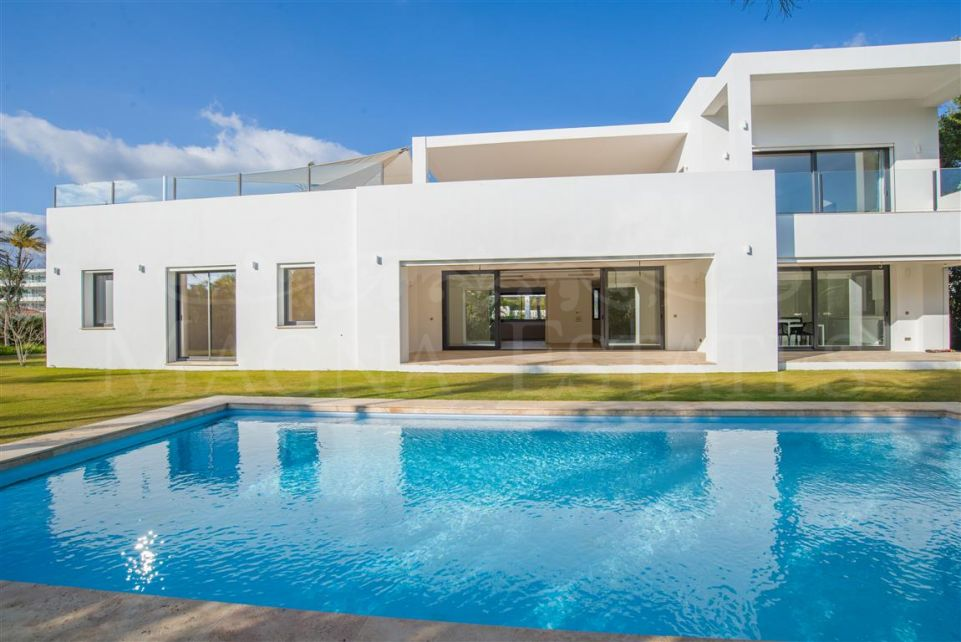 Brand new villa in Casasola - Guadalmina baja, only a few meters from the beach