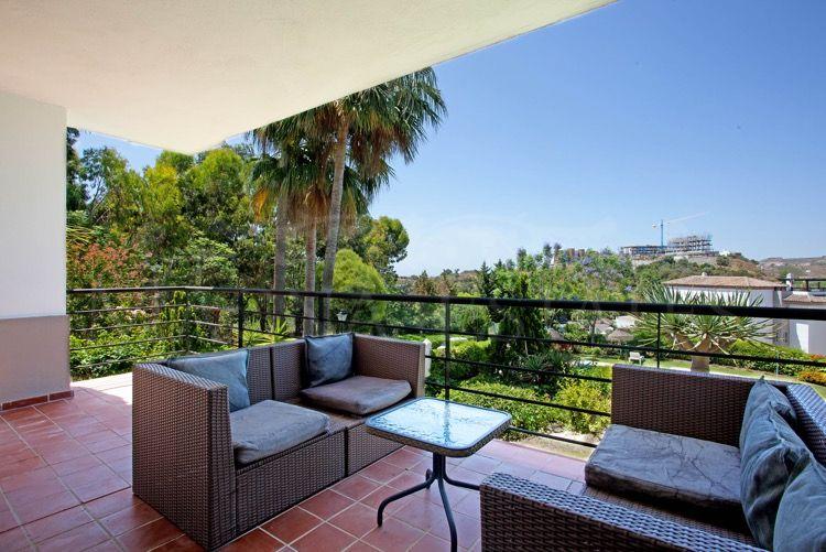 Ground floor apartment with 3 bedroom garden in Los Arqueros, Benahavís