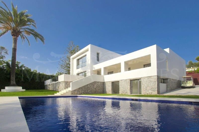 Frontline golf villa in Guadalmina, Marbella