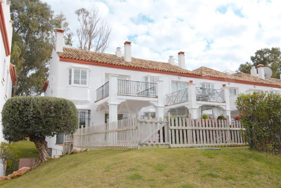 Townhouse on the edge of the golf course in Guadalmina Alta