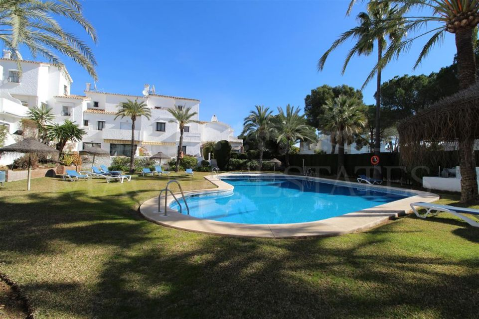 Lovely townhouse in Nueva Andalucía, on the edge of Los Naranjos Golf
