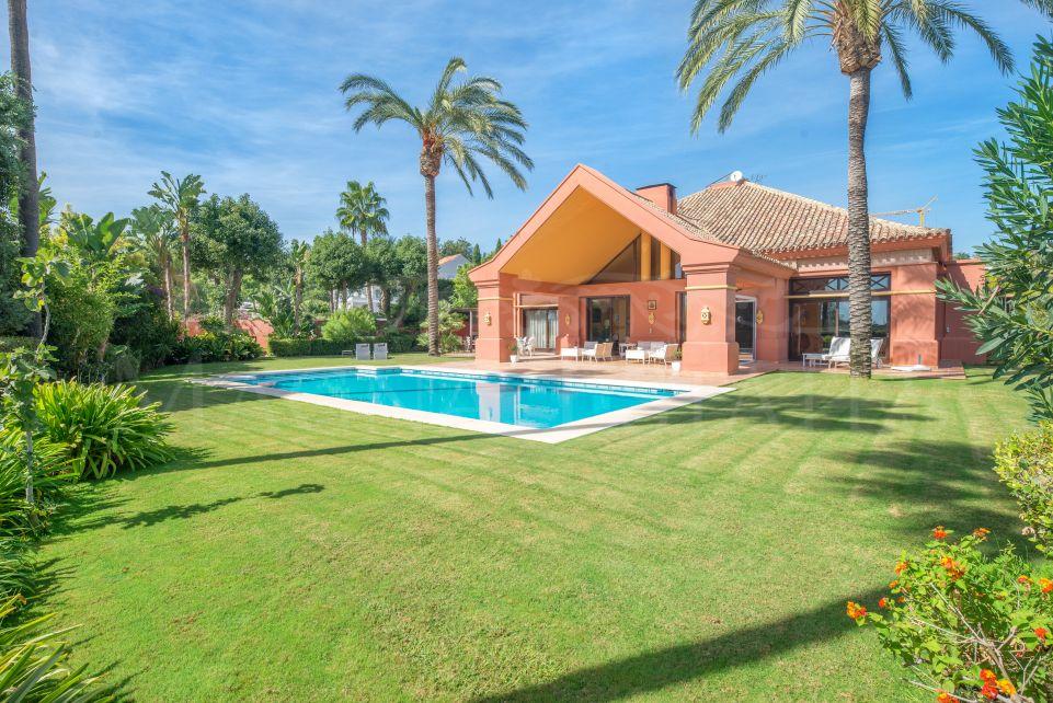 Gran villa con fuerte carácter y personalidad en La Quinta Golf, Benahavís