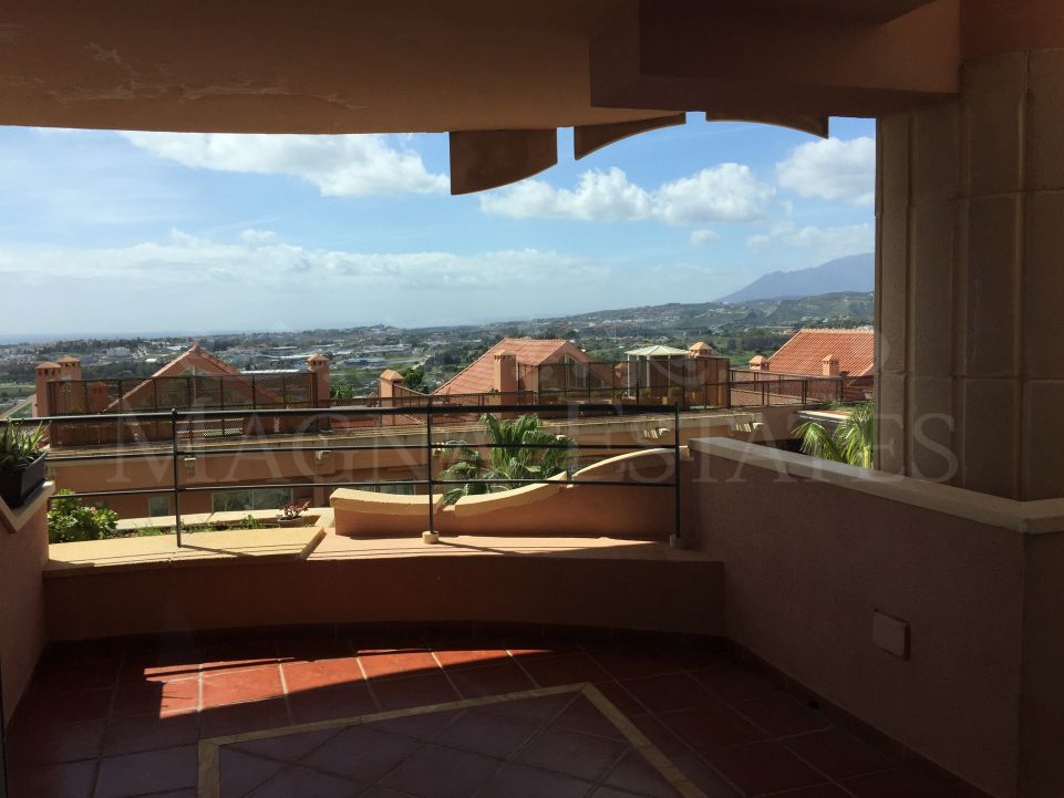 2 bedroom apartment with 180º sea views and 3 parking spaces