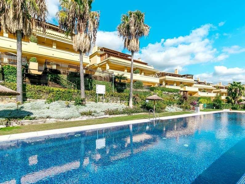Two bedroom apartment in Condado de Sierra Blanca, Marbella