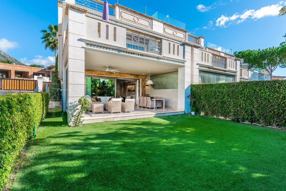 Exclusive townhouse in Sierra Blanca, Marbella, with garden and sea views