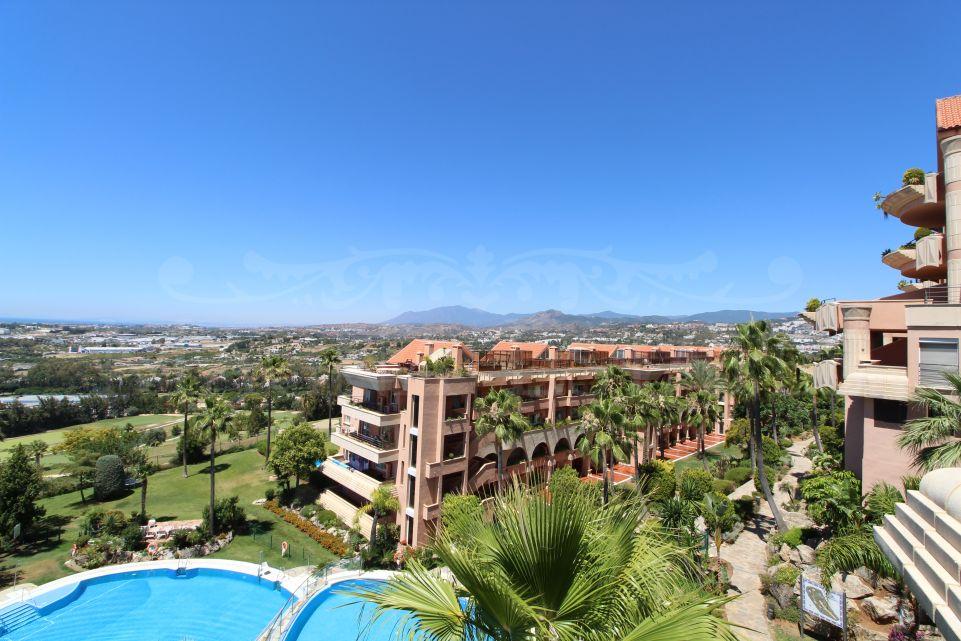 Precioso apartamento con vistas al mar en Magna Marbella
