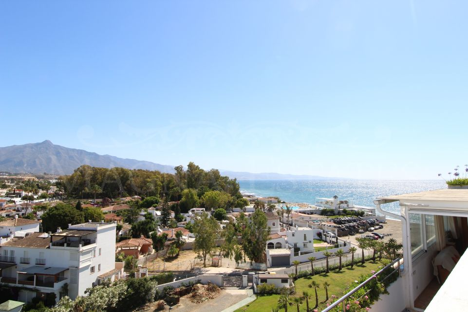 Espectacular ático dúplex sobre el mar en Guadalmina Baja, Marbella