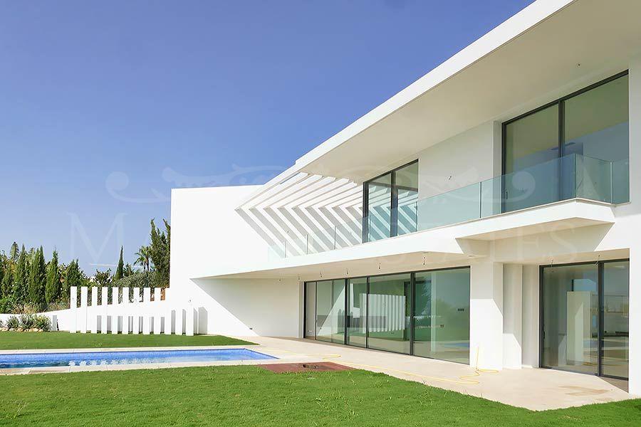 Extraordinaria villa a estrenar con vistas al mar en La Alquería, Benahavís