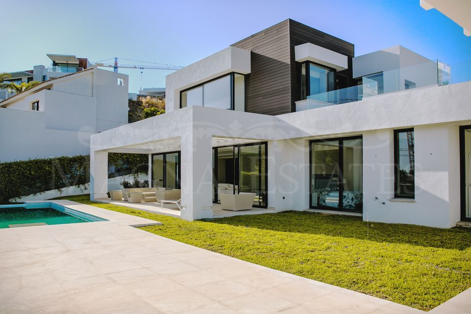 Large contemporary style villa in La Alquería, Benahavís