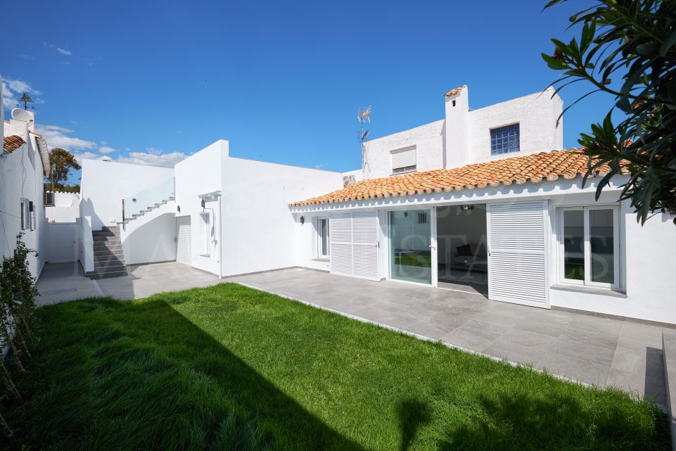 Very renovated townhouse in Puerto Romano, Estepona