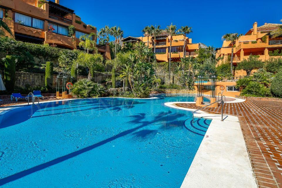 Ground floor apartment with 3 bedroom garden in Sierra Blanca, Marbella