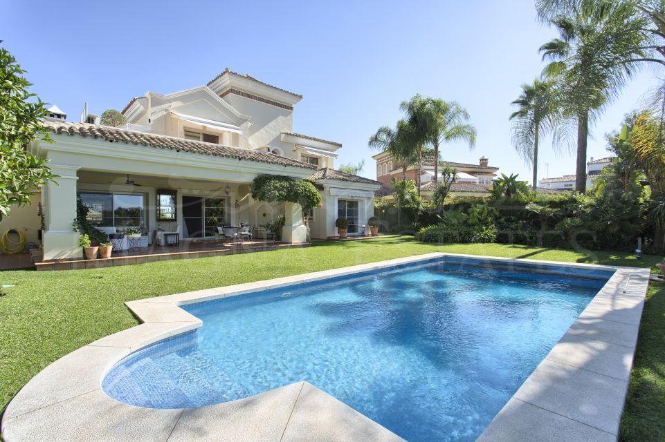 Villa on the edge of the golf course of La Quinta, Benahavis - Marbella