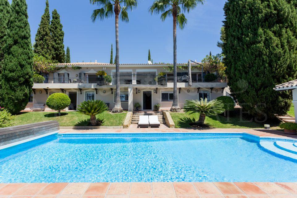 Spectacular villa in Puerto Los Almendros, in Benahavís
