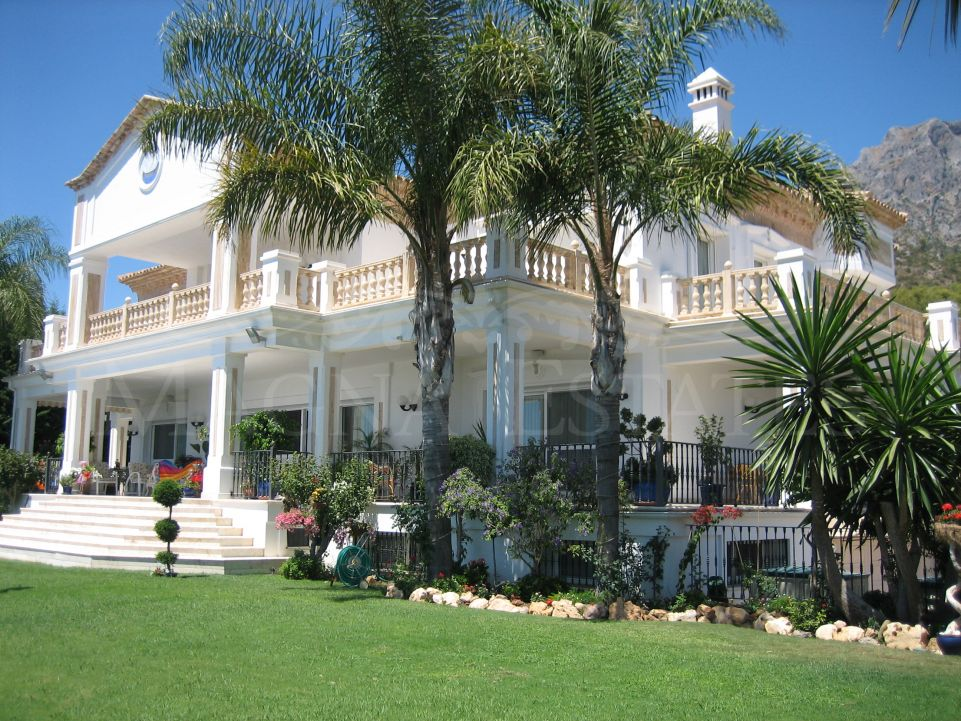 Grandiosa villa clásica en Sierra Blanca, Marbella