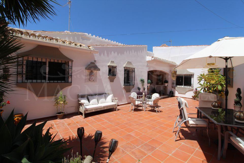 Acogedora villa muy reformada en Nueva Andalucía, Marbella, con apartamento separado.