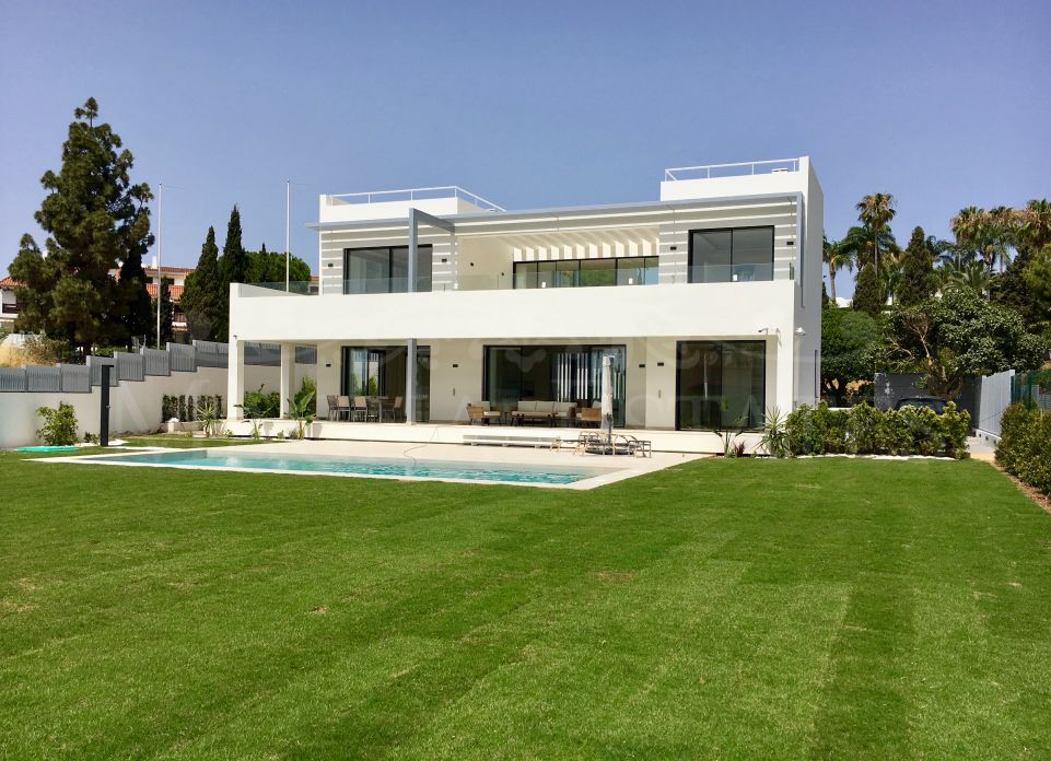 Brand new, state-of-the-art villa in Las Lomas de Marbella Club - Golden Mile
