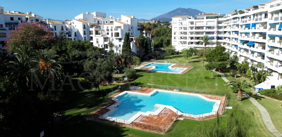 Apartment in the heart of Puerto Banús, with two bedrooms and two bathrooms