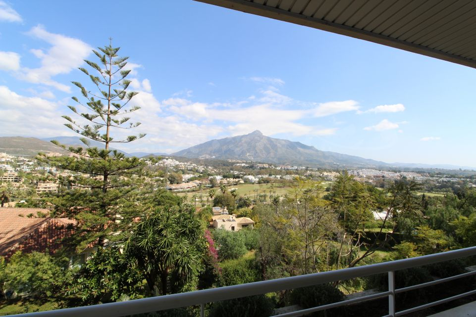 3 bedroom apartment with panoramic views of Las Brisas Golf, La Concha mountain and the sea in Nueva Andalucia, Marbella.