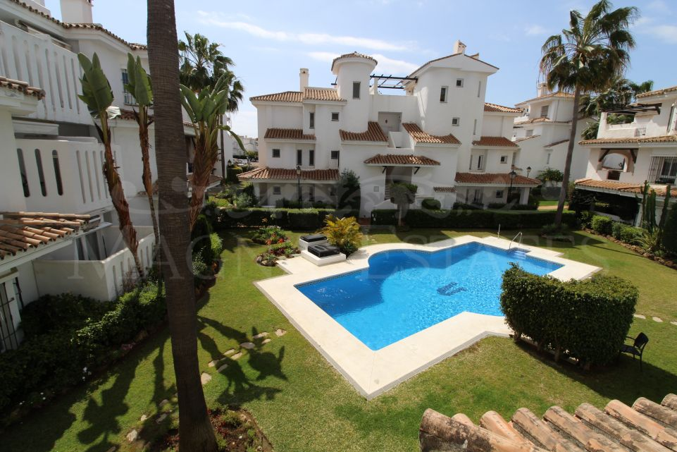 Two bedroom apartment a few minutes walk from Puerto Banús, Marbella.