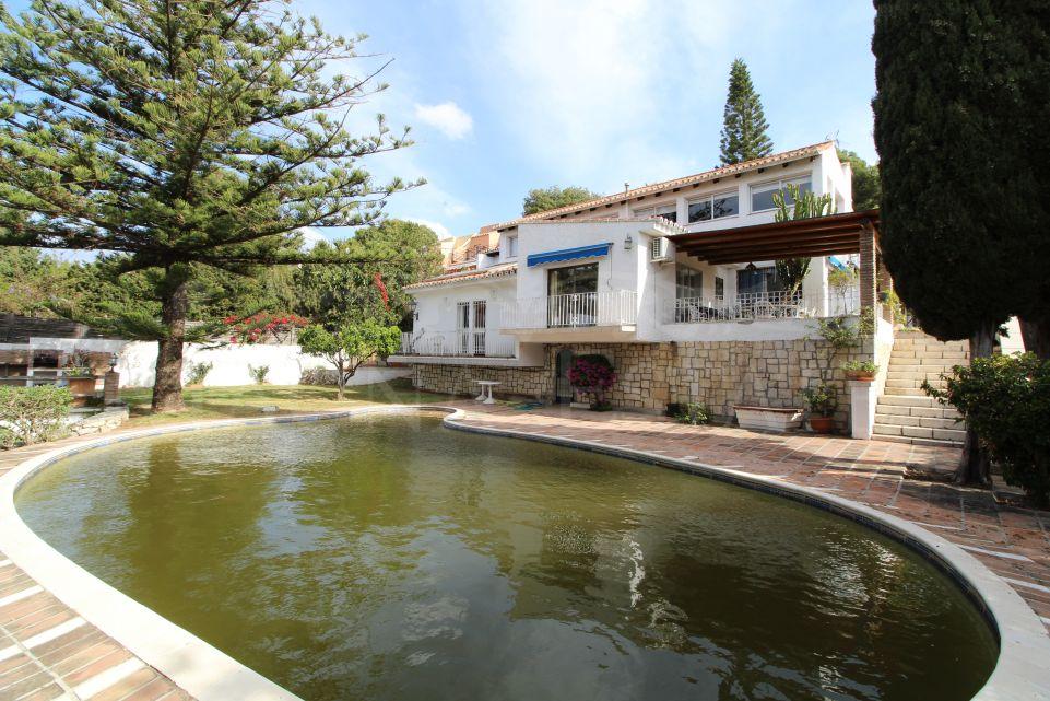 Villa to reform with 4 bedrooms overlooking La Concha in Nueva Andalucia, Marbella.