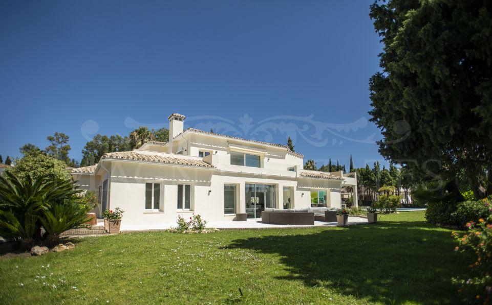 Espectacular villa totalmente reformada al estilo andaluz en El Paraíso, Estepona