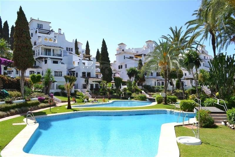 Spacious 2 bedroom apartment in Nueva Andalucia, Marbella