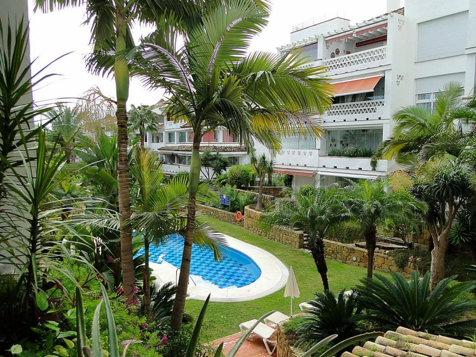 Apartment in the Golden Mile of Marbella in front line beach complex