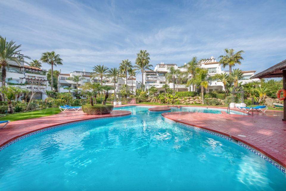 Large and luxurious duplex penthouse very close to Puerto Banús