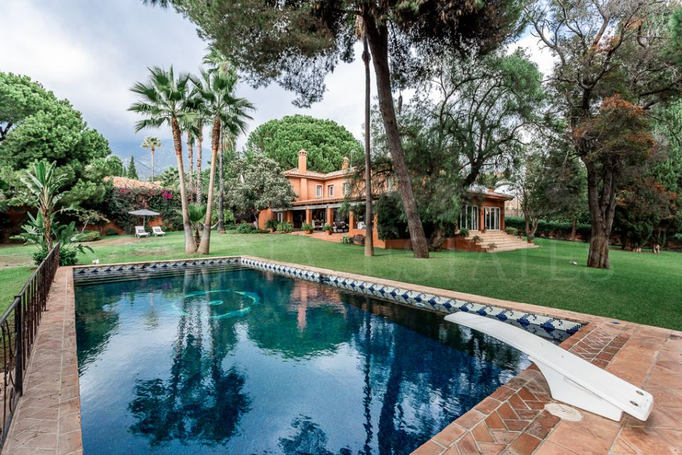 Stately villa on a large plot in Nagüeles, Marbella
