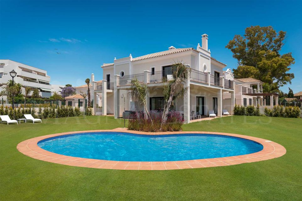 Brand new villa in gated community in Guadalmina Baja, Marbella