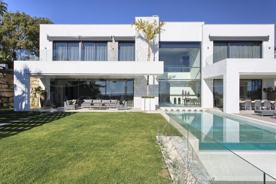 Brand new contemporary villa with sea views in La Alquería, Benahavís