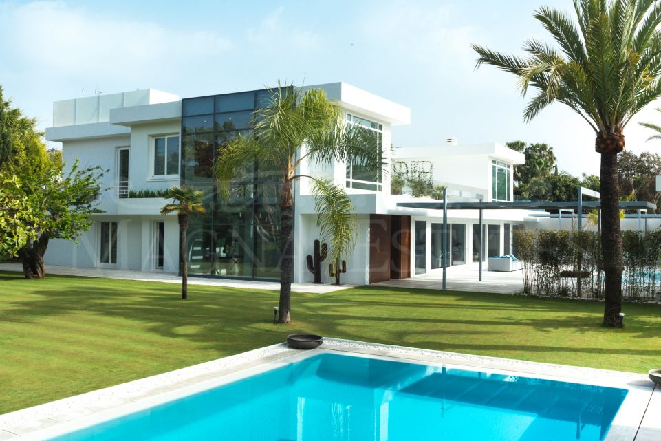 Imposing renovated villa in Guadalmina Baja, Marbella