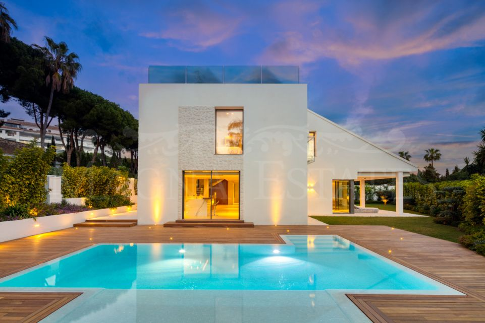 Beautiful villa completely renovated in Puerto Banús, a few meters from the beach