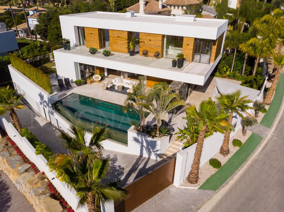 Brand new villa with stunning views in La Quinta, Benahavís.