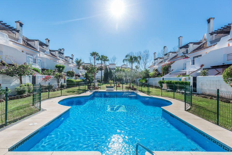 Townhouse in Los Naranjos de Marbella, next to Puerto Banús
