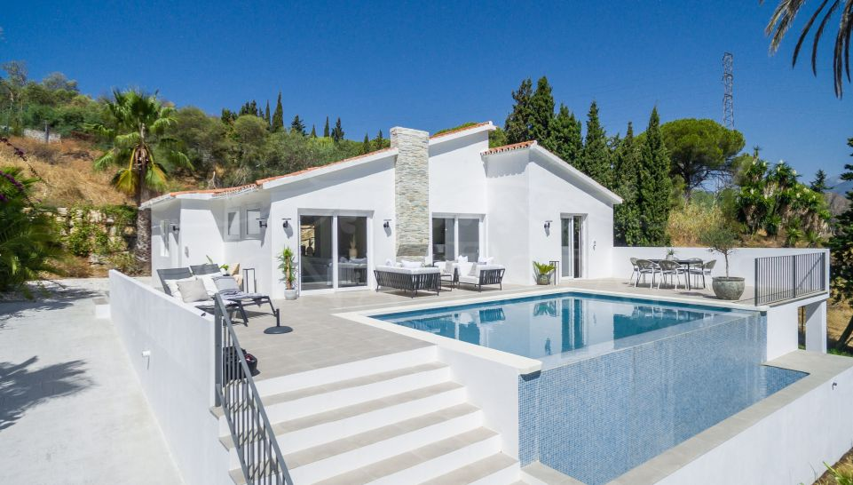 Fully renovated villa with sea views in Nueva Andalucía, Marbella