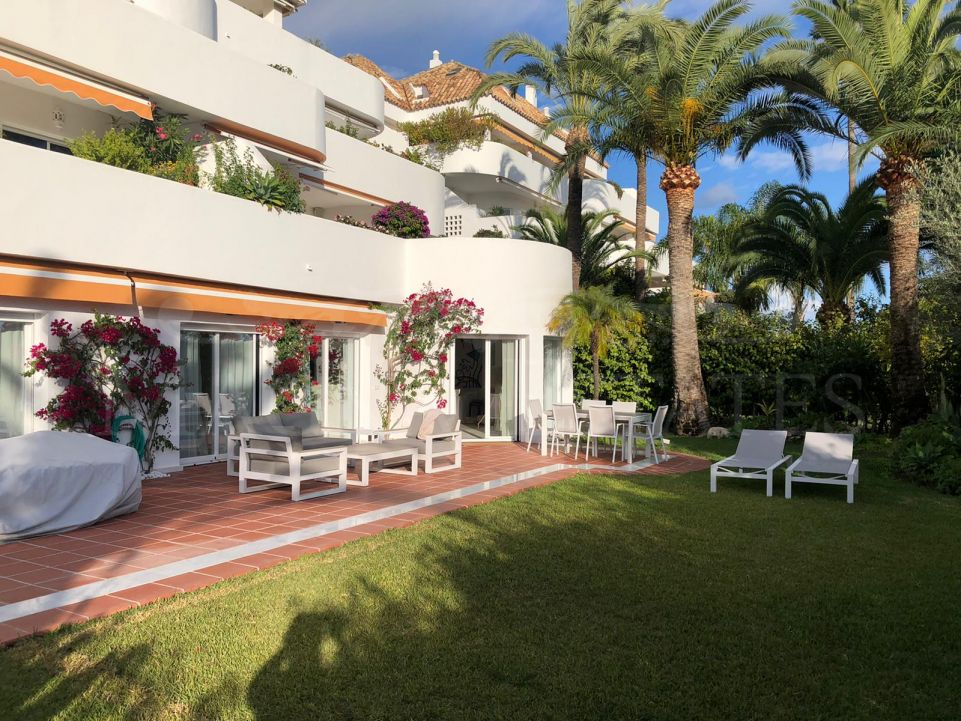 Fully renovated 4-bedroom apartment in Ancón Sierra, Marbella Golden Mile